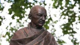 Mohandas Karamchand Gandhi (Desktop wallpaper 1)